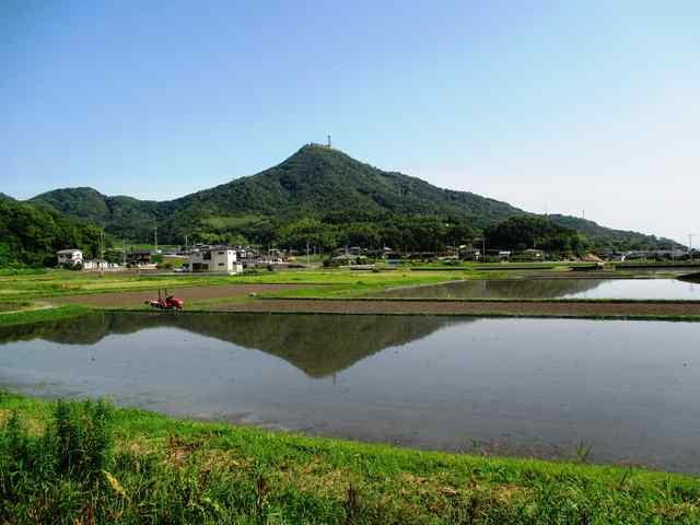荘内小学校と逆さ児島富士🗻